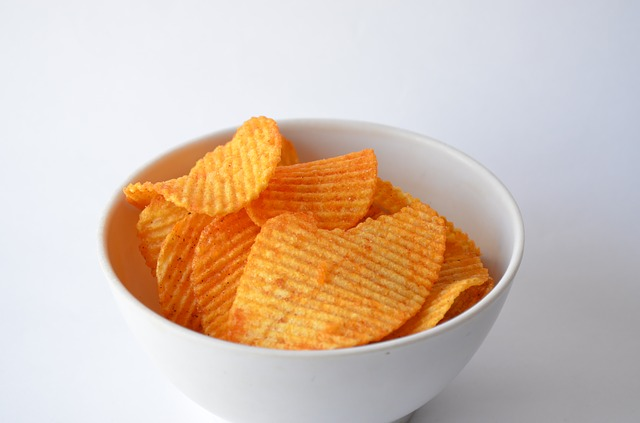 miska chipsów