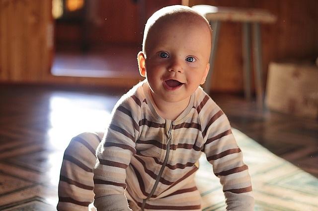 Jak pomóc dziecku w czasie ząbkowania? Domowe, skuteczne sposoby na bolesne ząbkowanie