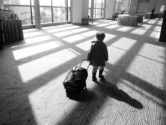 Dziecko w samolocie – jak przygotować dziecko na lot samolotem?
