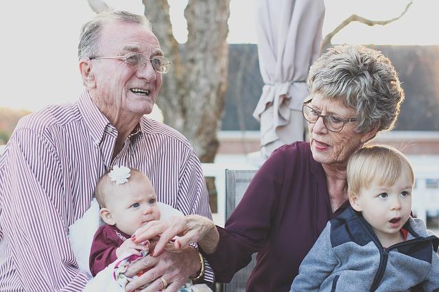 Nieporozumienie na linii rodzice-dziadkowie. Jak wychowywać dzieci i uniknąć rodzinnych konfliktów?