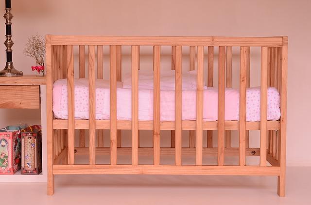 Łóżeczka niemowlęce i dziecięce, które rosną razem z dzieckiem!