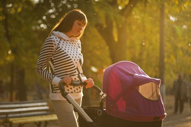 Jaki wózek dla dziecka warto wybrać? Przegląd przydatnych informacji o wózkach dziecięcych