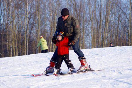 Przedszkole narciarskie – co powinien wiedzieć rodzic zanim zapisze dziecko na kurs nauki jazdy na nartach?