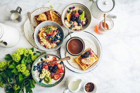Co na śniadanie dla dziecka? 5 pomysłów na zdrowe śniadania dla najmłodszych